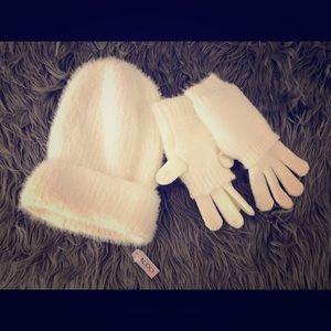 NWT Aldo Beanie & Gloves Set Cream